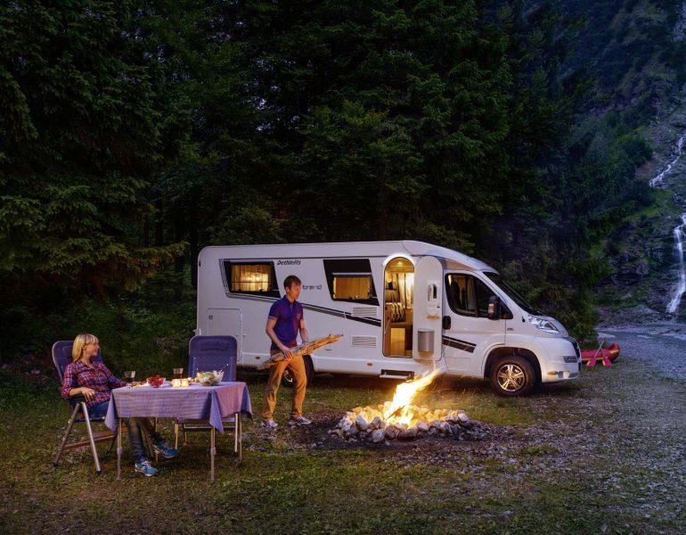 Zwischen S'mores und Stockbrot – Lagerfeuer-Romantik mit dem Wohnmobil
